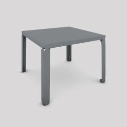 Table basse en acier, forme carré, couleur gris métallisé