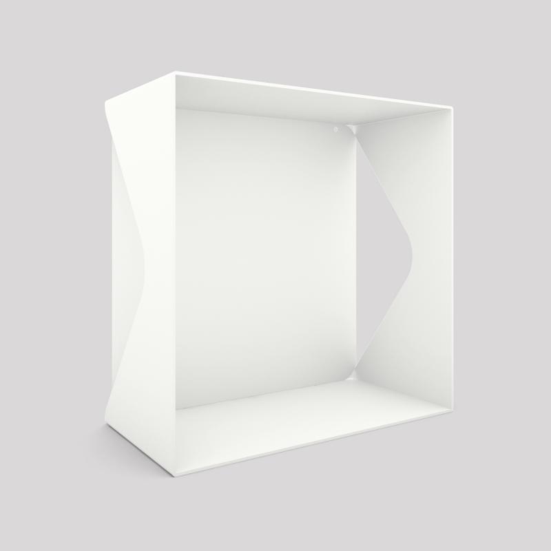 Cube-étagère échancré en acier avec sa plaque, blanc